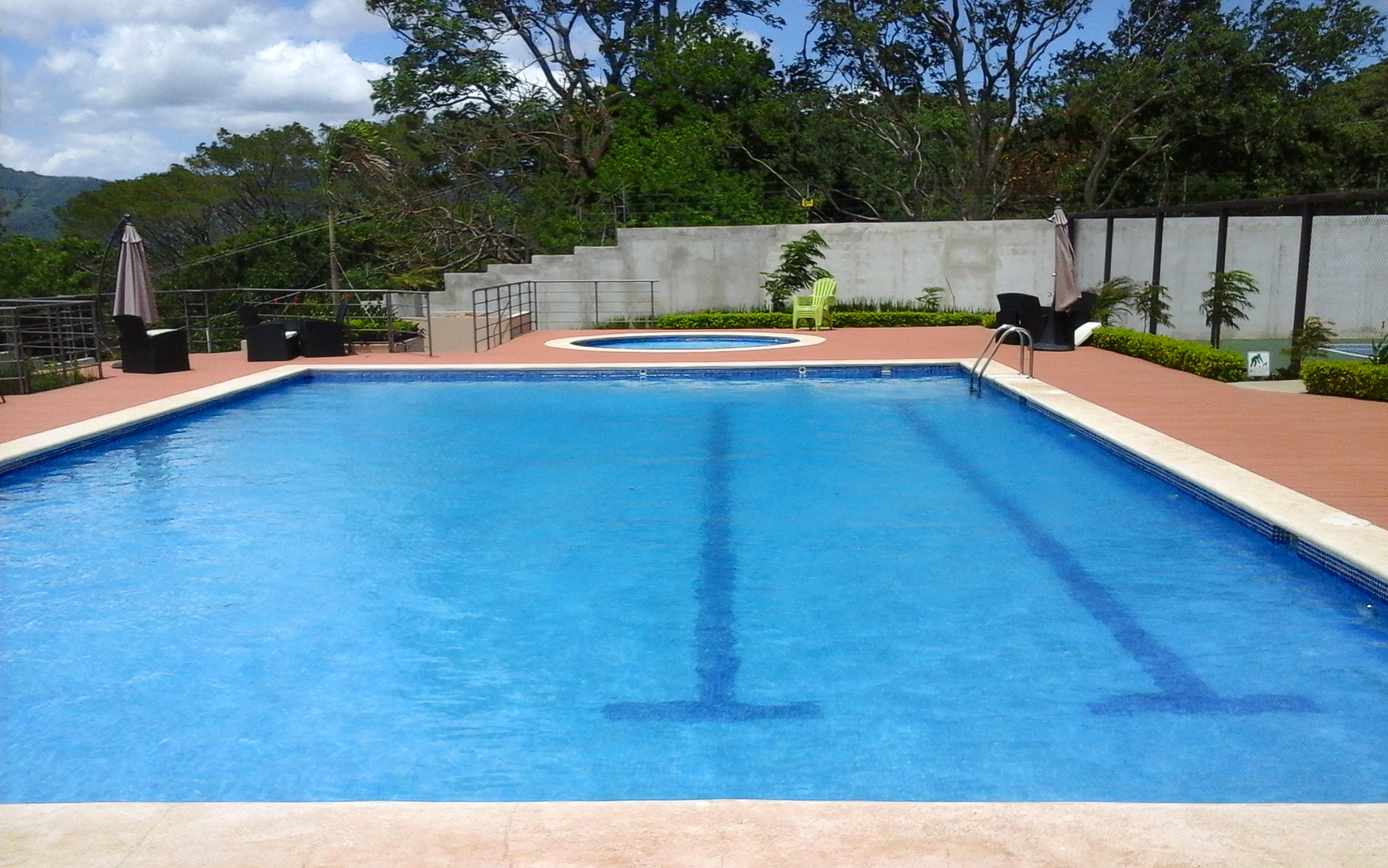 ¿Cómo aplicar los productos químicos en una piscina?